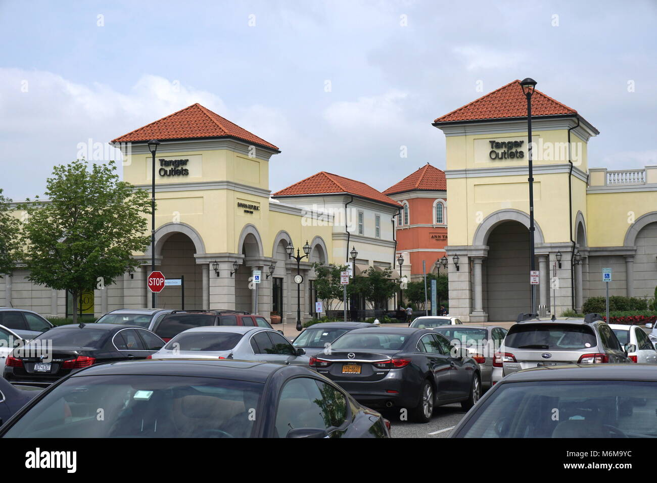 5a1ffec9af7 Tanger Outlet Mall Photos   Tanger Outlet Mall Images - Alamy