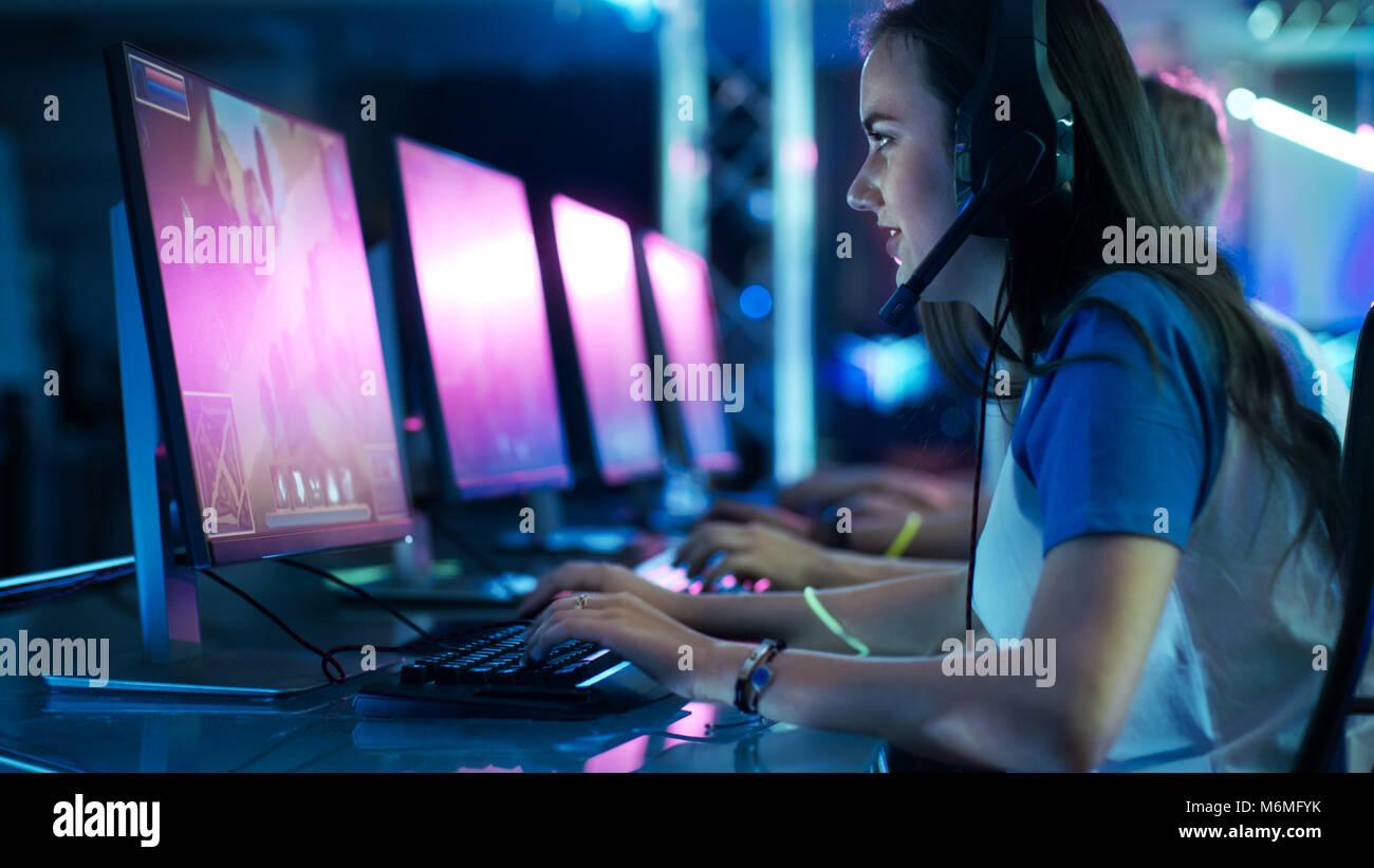 Équipe de Professionnels eSport joueurs de jeu MMORPG Stratégie concurrentielle/ Jeu Vidéo d'une Photo Stock
