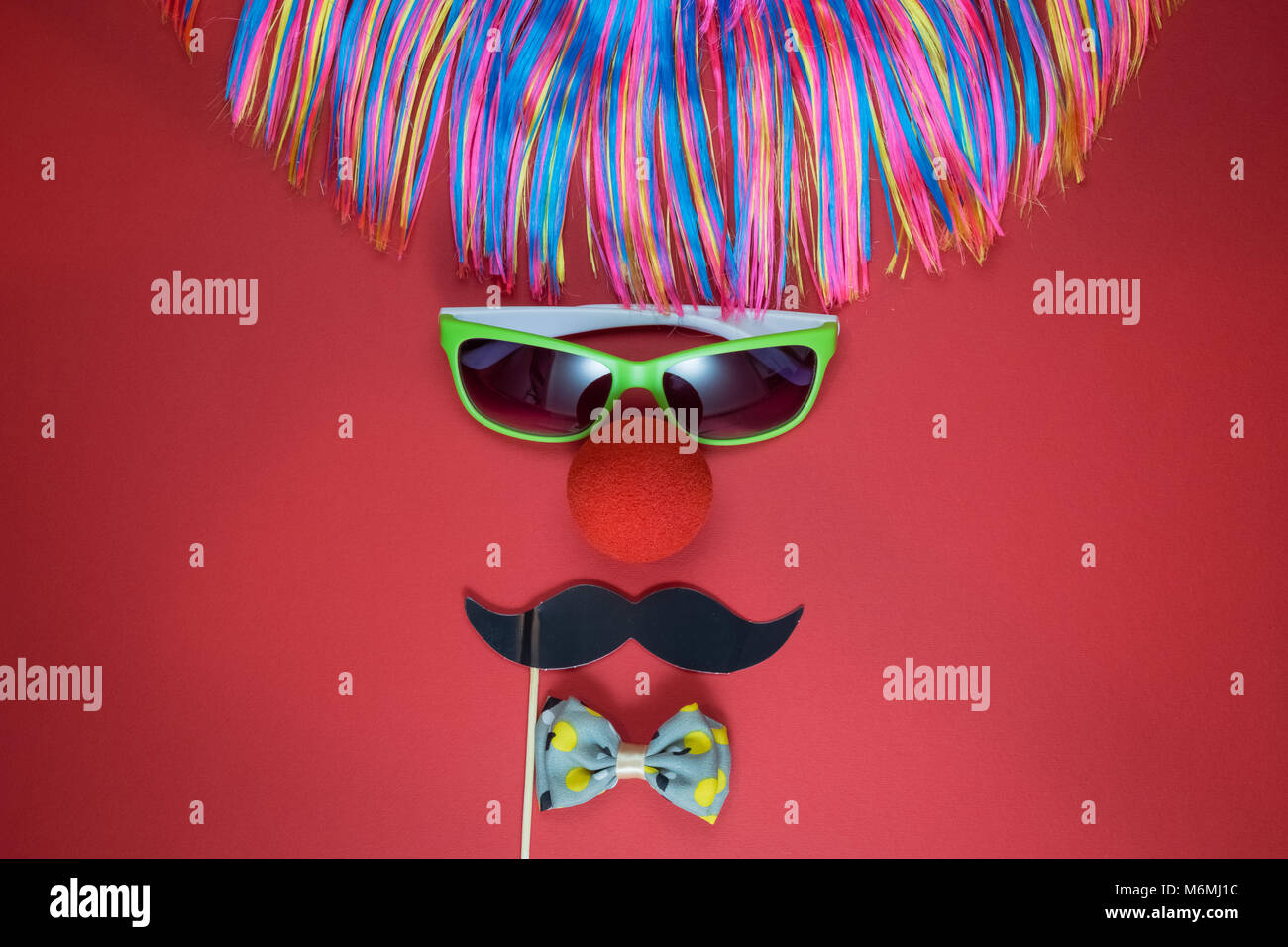 Plat De À Clown PerruqueLunettes ColoréesNez Mise Des Faits kPXn0O8wZN