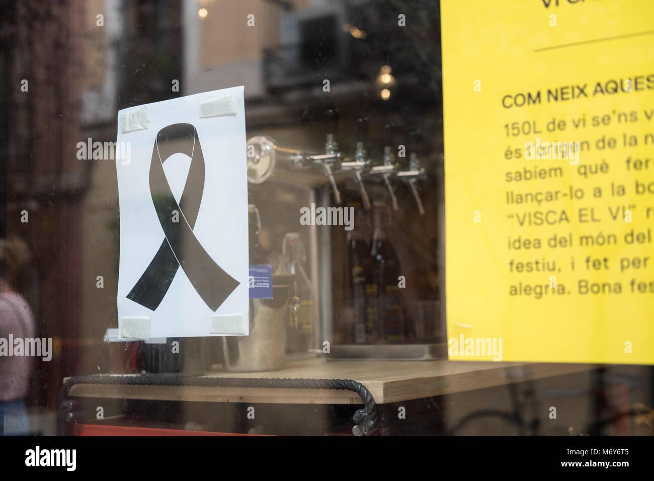 Barcelone, Espagne - août.19,2017: pleurer les symboles sont mis sur les décorations pour la célèbre partie de Gracia, à Barcelone. Après l'attaque terroriste o Banque D'Images