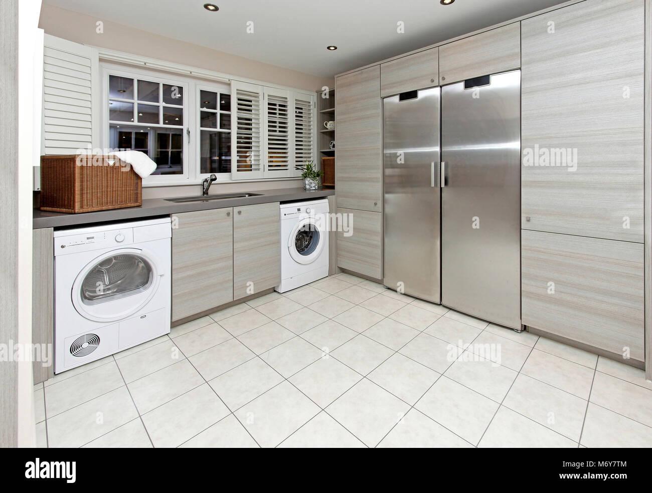 Buanderie moderne à l\'intérieur de grande cuisine intérieur Banque D ...
