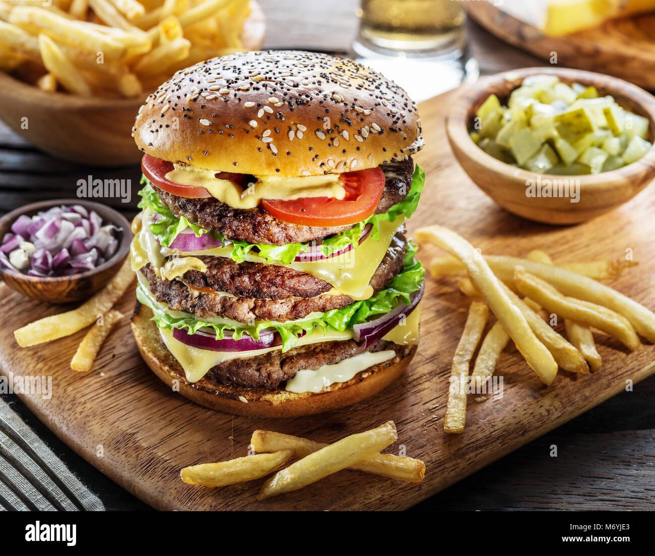 """Résultat de recherche d'images pour """"photo d un hamburger frites"""""""