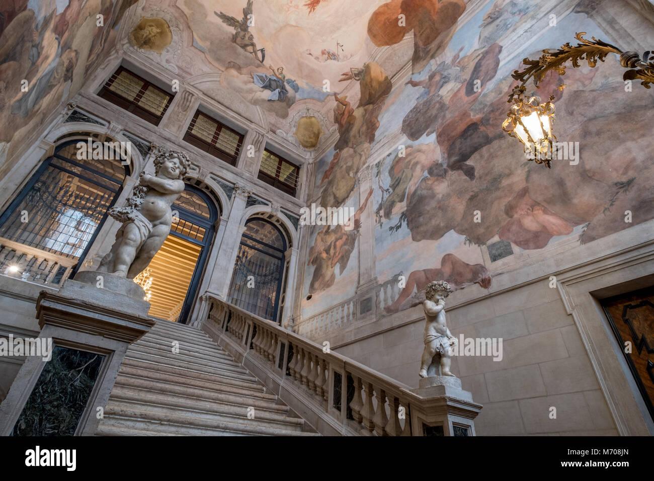 Photo de l\'intérieur escalier de pierre à la Ca Sagredo Hotel ...