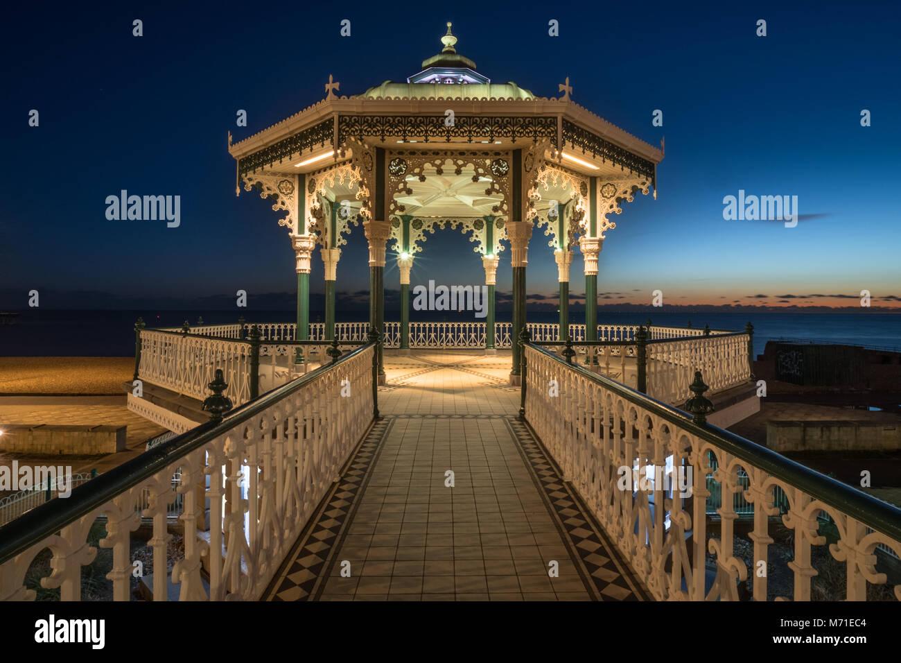Kiosque à Brighton dans la nuit Photo Stock