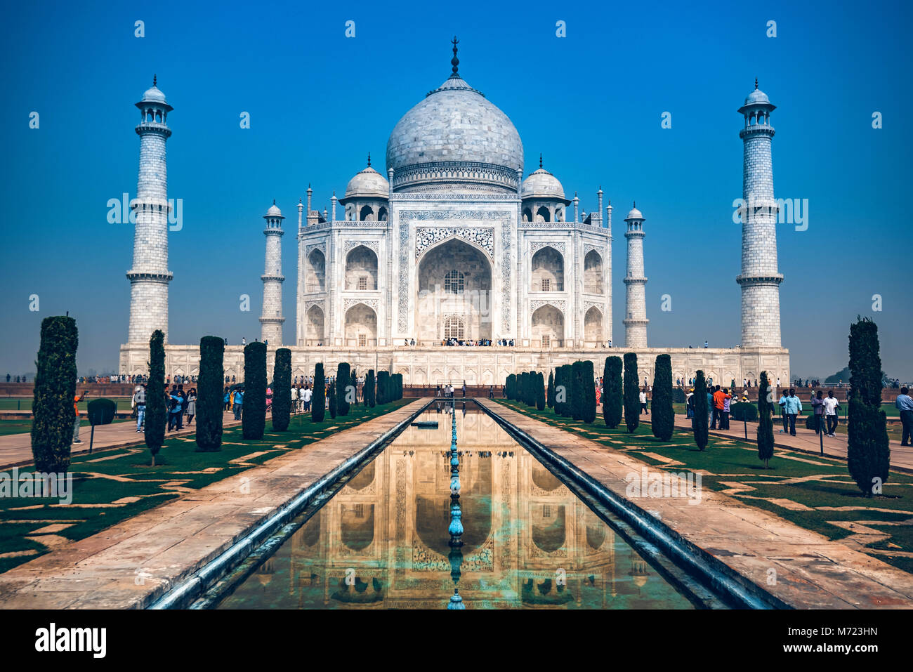 AGRA, INDE - Novembre 8, 2017: Taj Mahal vue panoramique à Agra, en Inde. Photo Stock