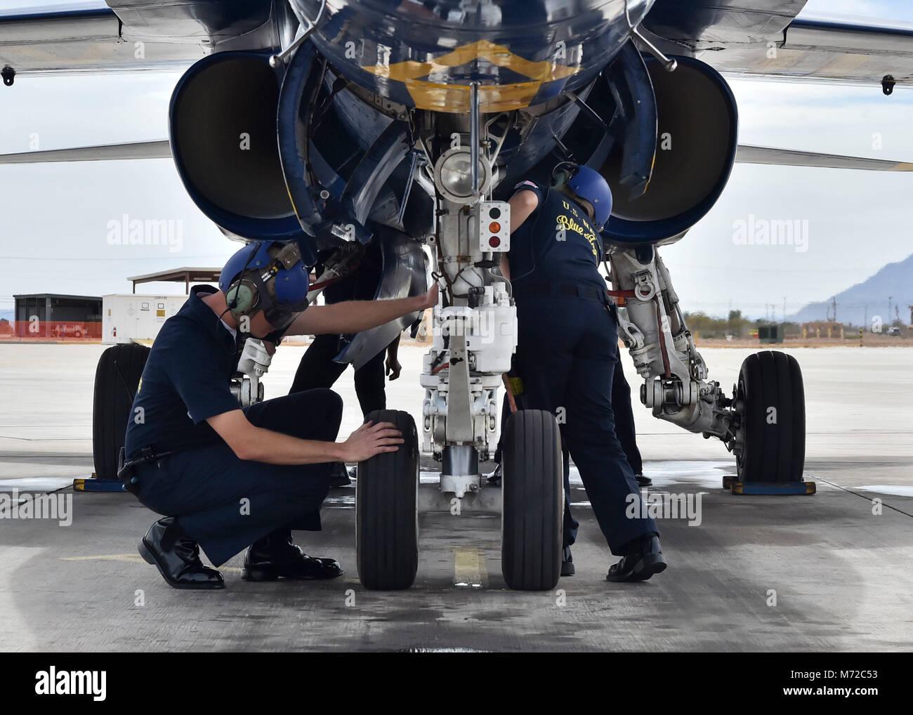 180307-N-ZC358-063 NAF EL CENTRO, en Californie (7 mars 2018) l'Aviation Machiniste Mate 2e classe, Clinton Photo Stock
