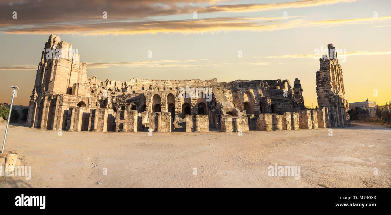 Vue panoramique de l'ancien amphithéâtre romain d'El Djem. Le gouvernorat de Mahdia, Tunisie, Photo Stock