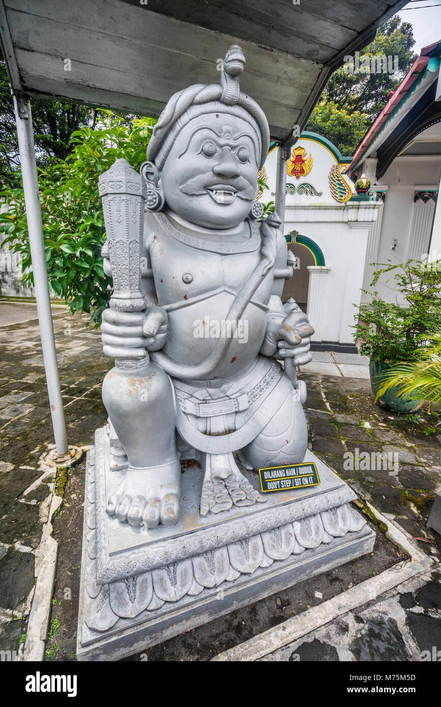 Dwarapala Donopratono guardian statue au gate du Kraton Ngayogyakarta Hadiningrat, le palais de la sultanat de Yogyakarta, Photo Stock