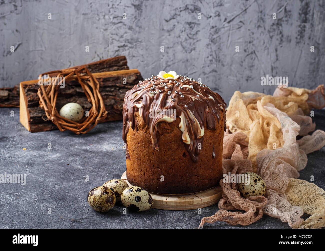 Gâteau traditionnel de Pâques avec topping Photo Stock