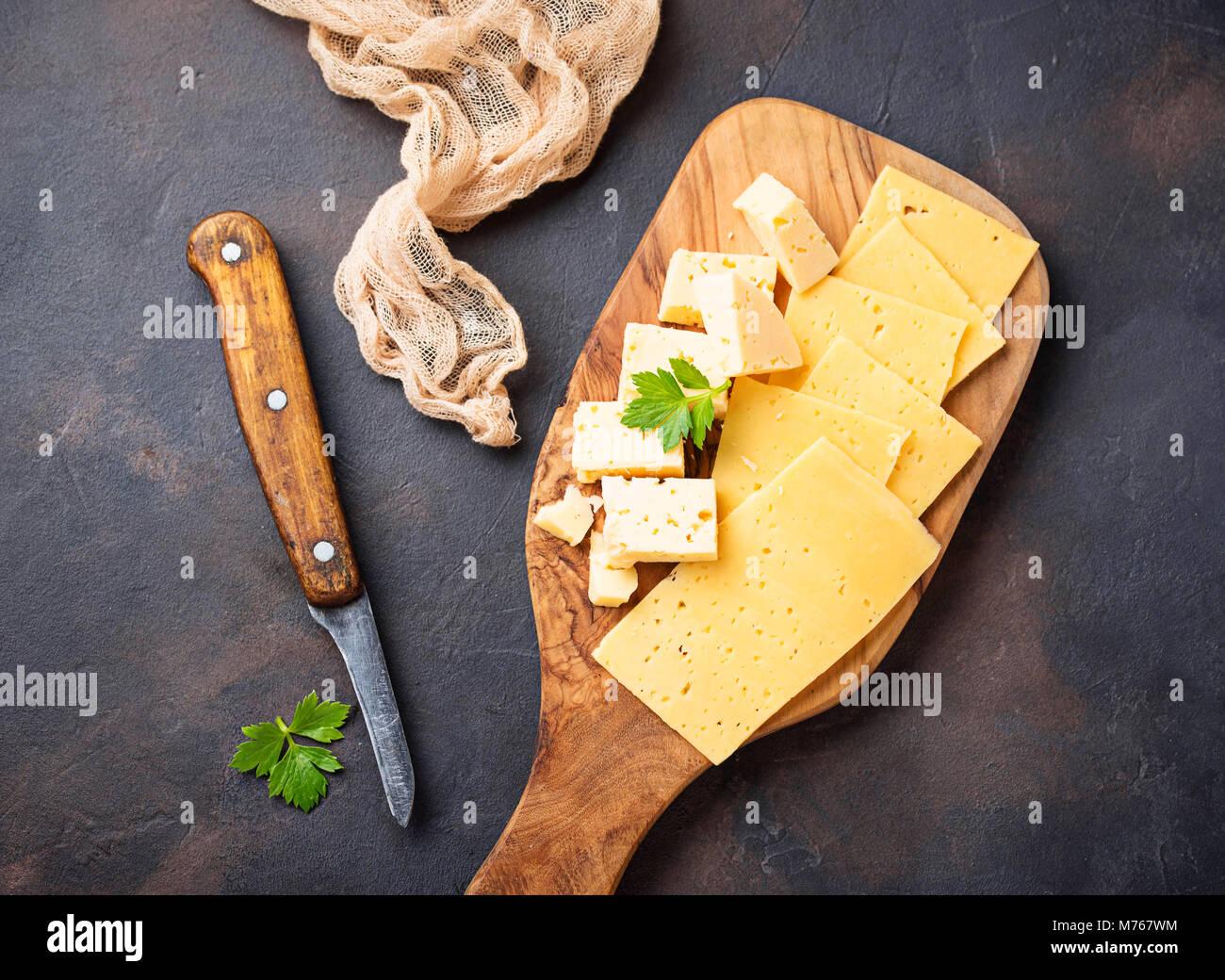 Divers types de fromages tranchés Photo Stock