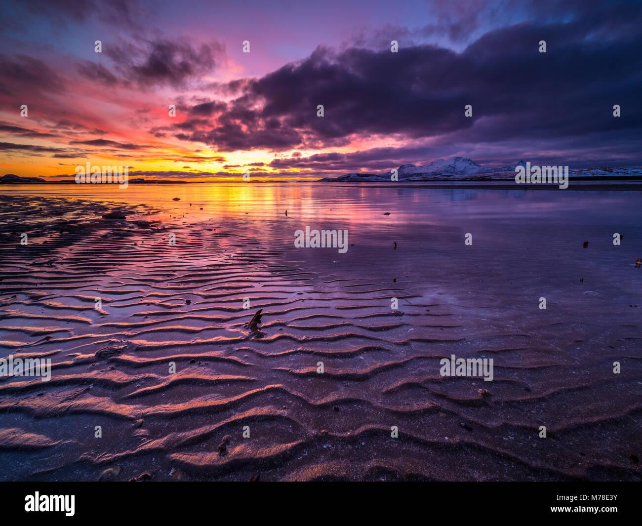 Coucher du soleil dans le nord de la Norvège Photo Stock