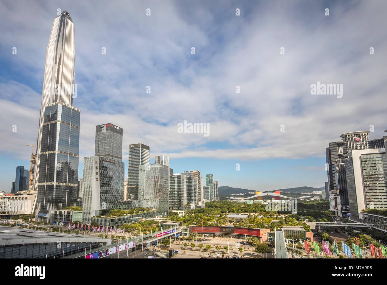 La Chine, la ville de Shenzhen, Shenzhen Pingan Tower et Centre Civique Photo Stock