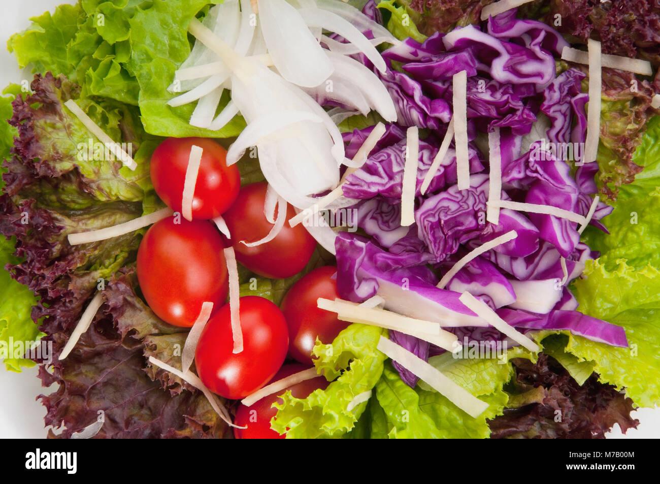Close-up de laitue et tomates en salade Photo Stock