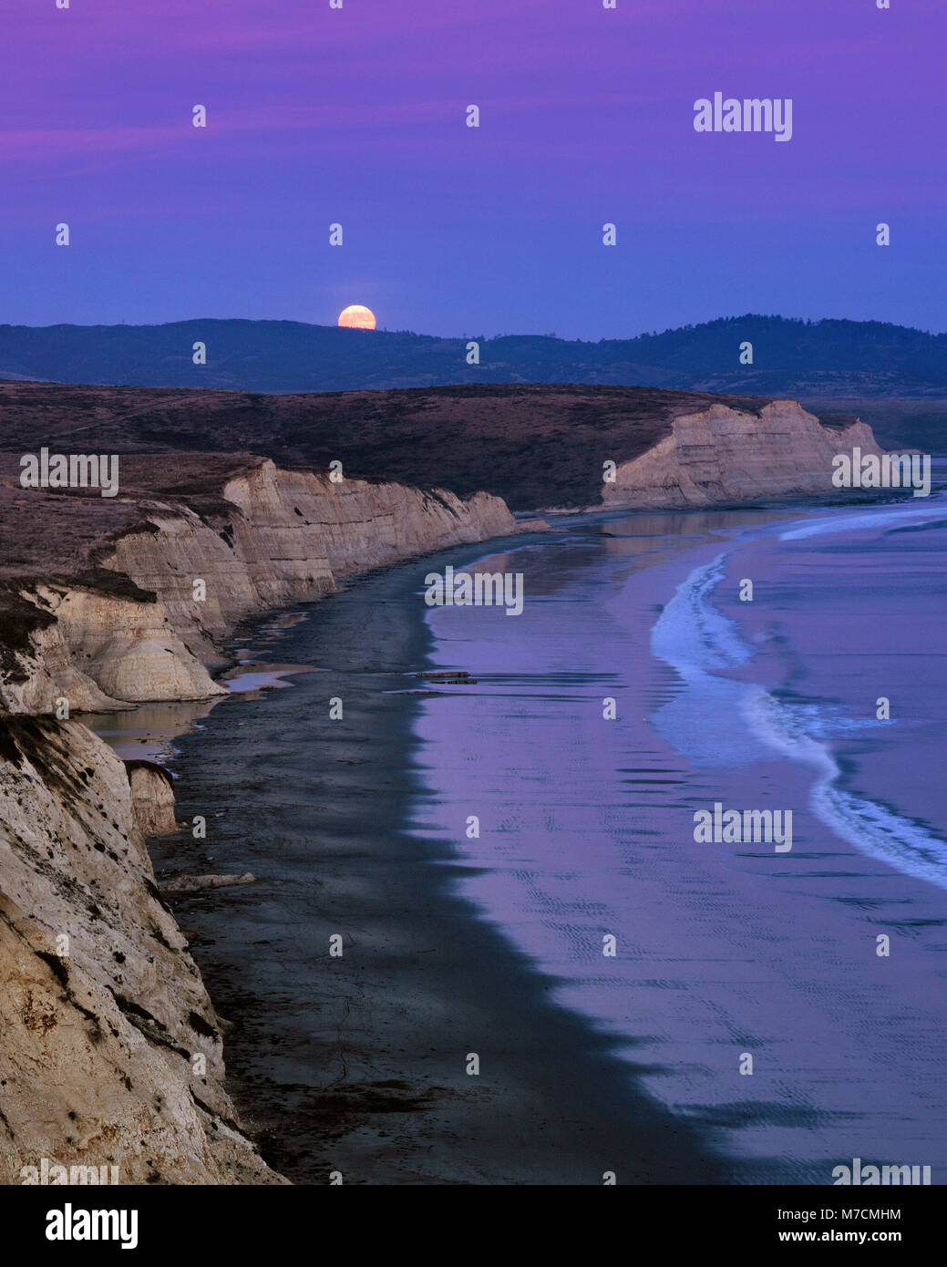 Moonrise, Drake's Beach, Point Reyes National Seashore, comté de Marin en Californie Photo Stock