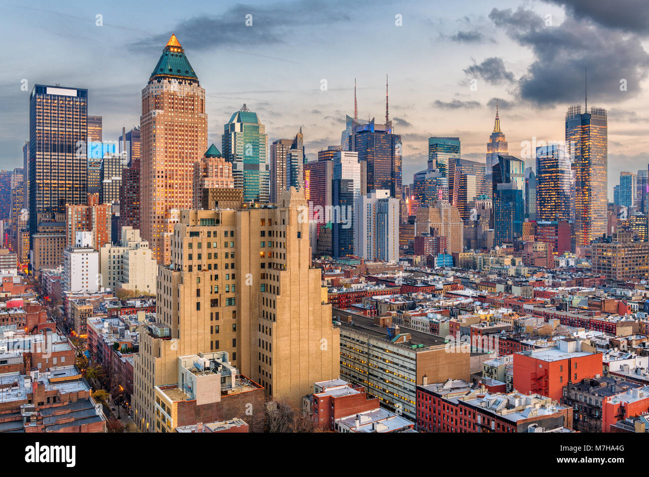 New York, New York, USA Manhattan skyline sur Hell's Kitchen, à l'aube. Photo Stock