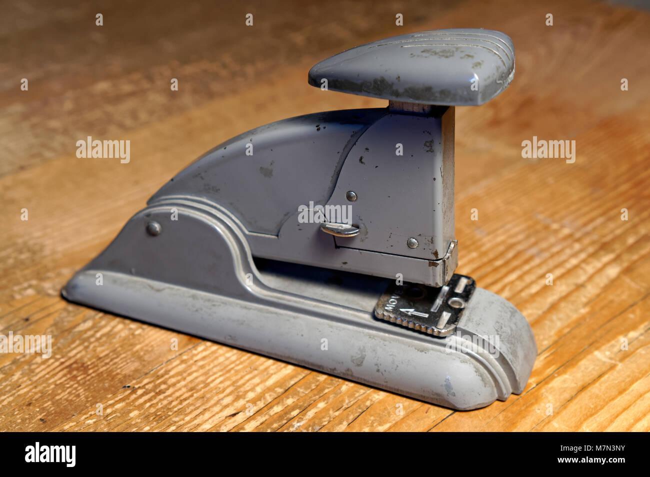 Vintage s era agrafeuse swingline débit assis sur un vieux