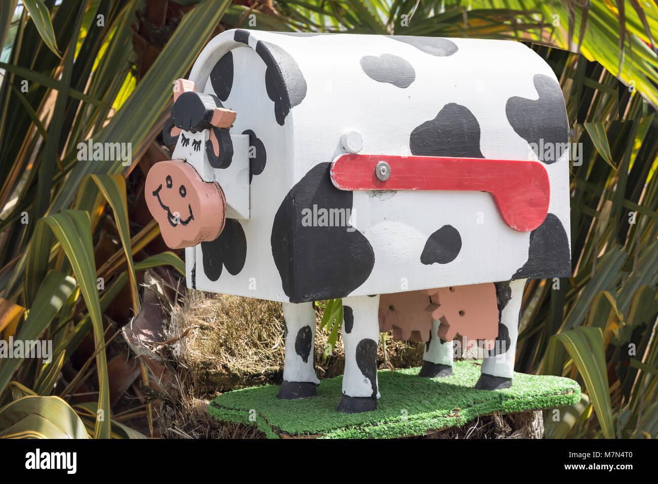 Boîte aux lettres à la vache vache paresseux, rue Waller Hébergement (State Highway 6), Murchison, Photo Stock