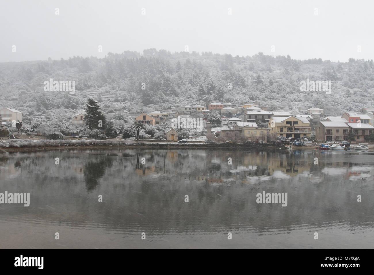 Dans la neige, l'île de Korcula Vela Luka Photo Stock