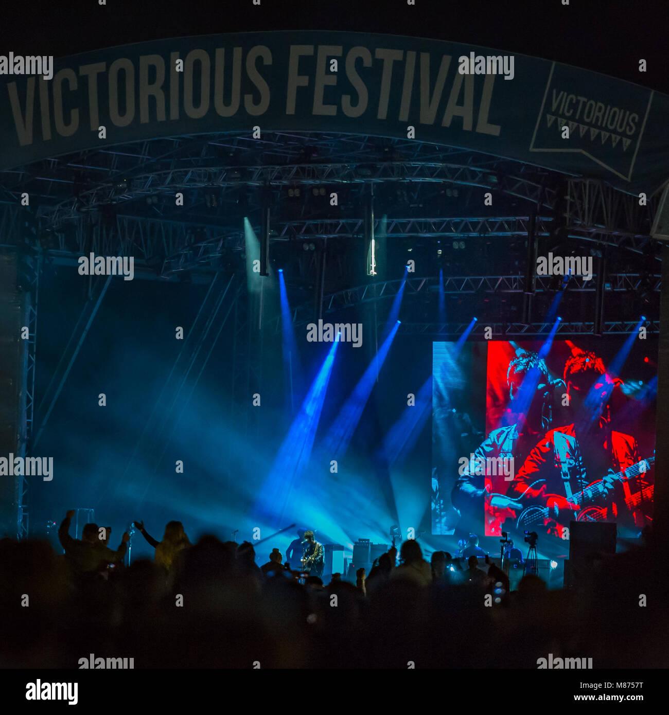 Noel Gallagher & le High Flying Birds jouer la scène principale comme têtes de Festival victorieux; 2016, Southsea Banque D'Images