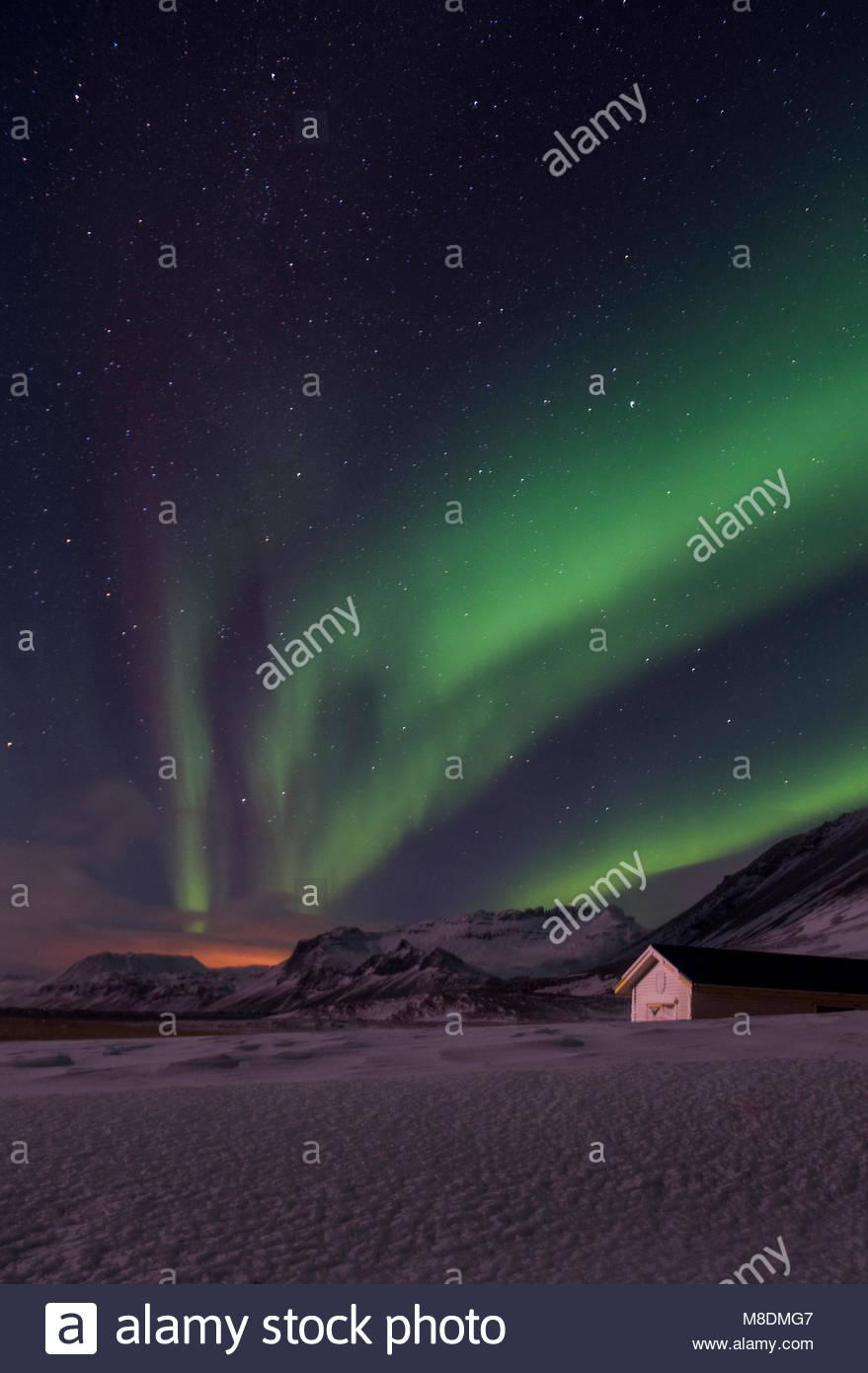 Aurore boréale au paysage couvert de neige, péninsule de Snæfellsnes, Islande, Europe Photo Stock