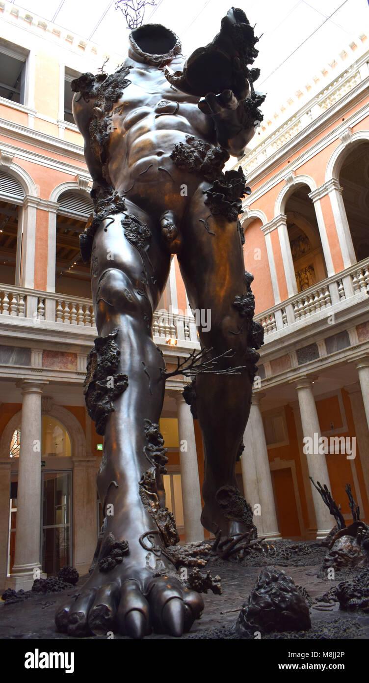 Damien Hirst une sculpture à l exposition