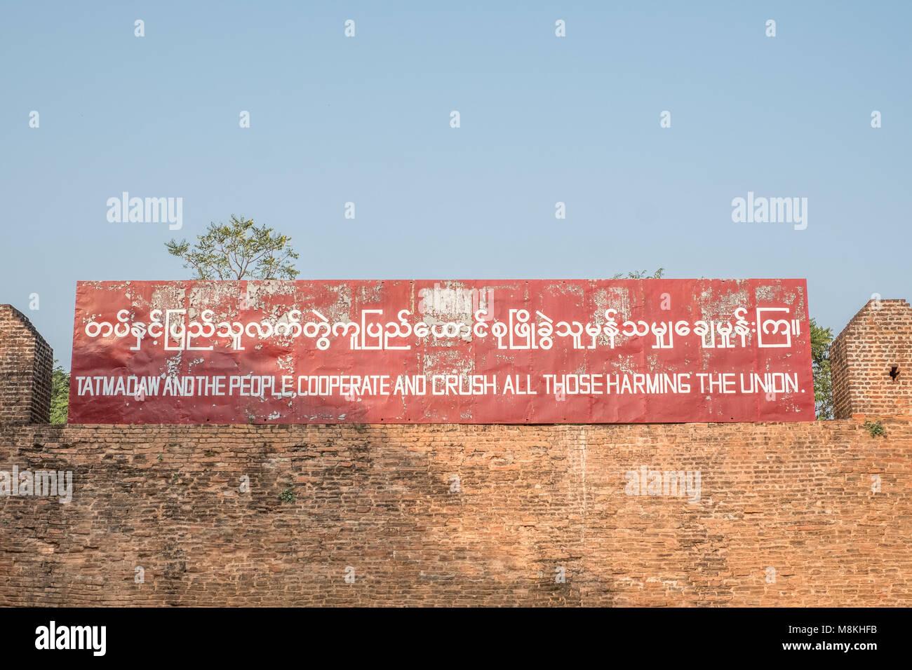 Installée par le gouvernement militaire, Palais de Mandalay Mandalay Myanmar Banque D'Images
