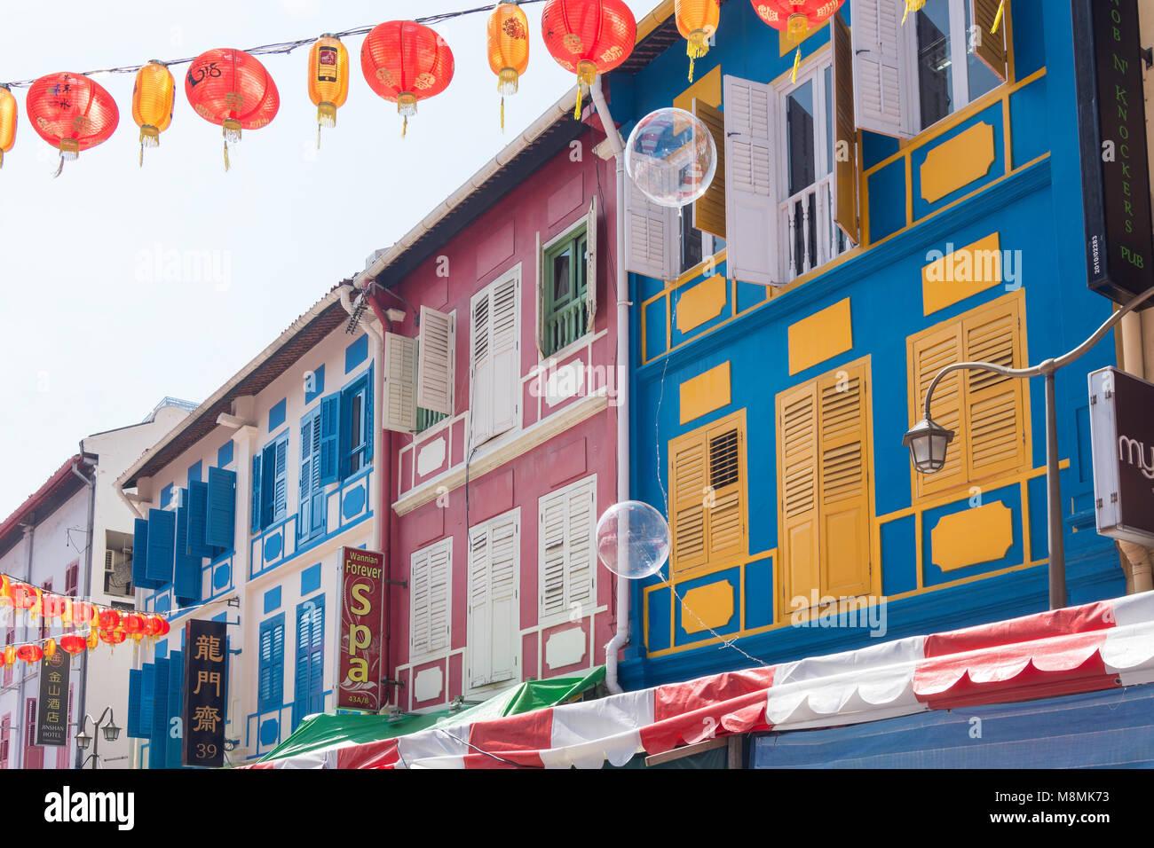 Maisons colorées et des lanternes, Temple Street, Chinatown, District de Outram, Secteur Central, l'île Photo Stock