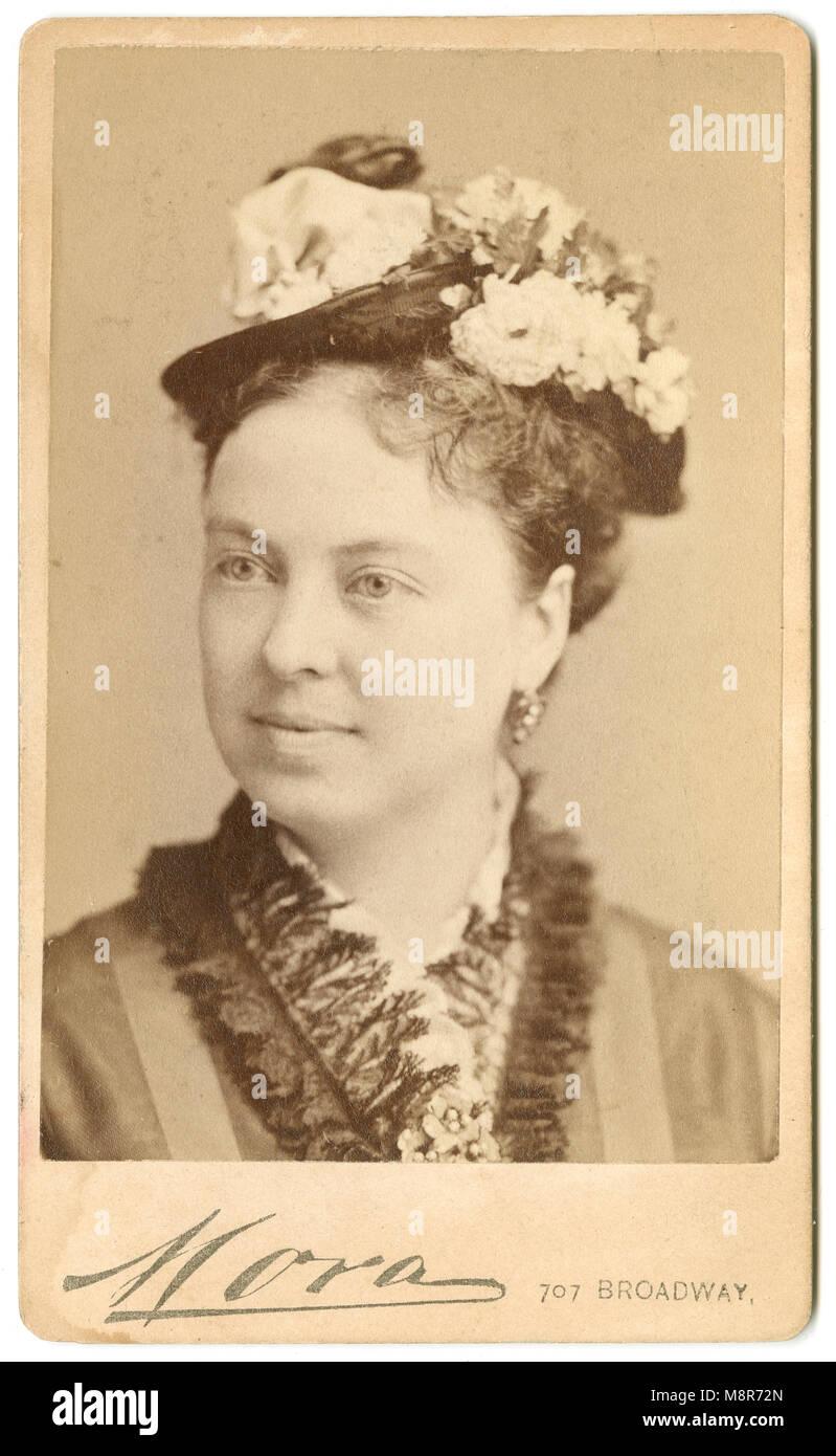 Meubles Anciens C1860 Carte De Visite Photo Anna Granger Dow 1842 Etait Un Milieu Du Xixe Siecle Le Chanteur Dopera A Boston