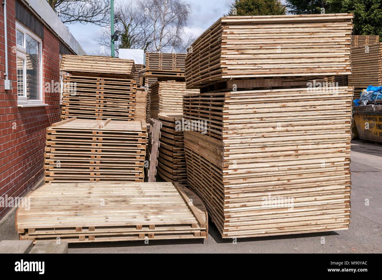 Des piles de clôtures en bois. Photo Stock