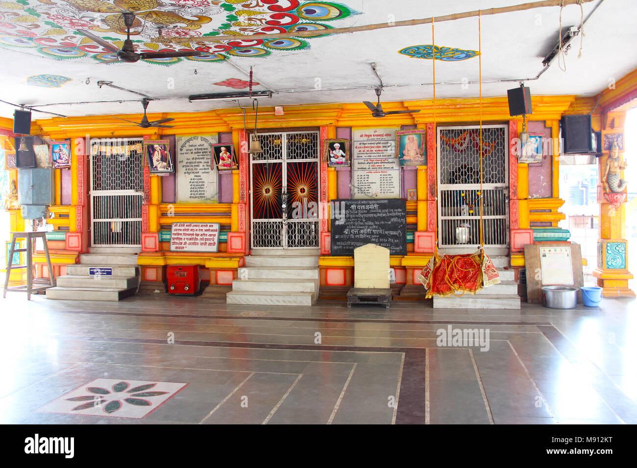 Vue de l'intérieur ou de l'intérieur du temple Shri Vitthal Rakhumai à Pimpri, Pune Banque D'Images
