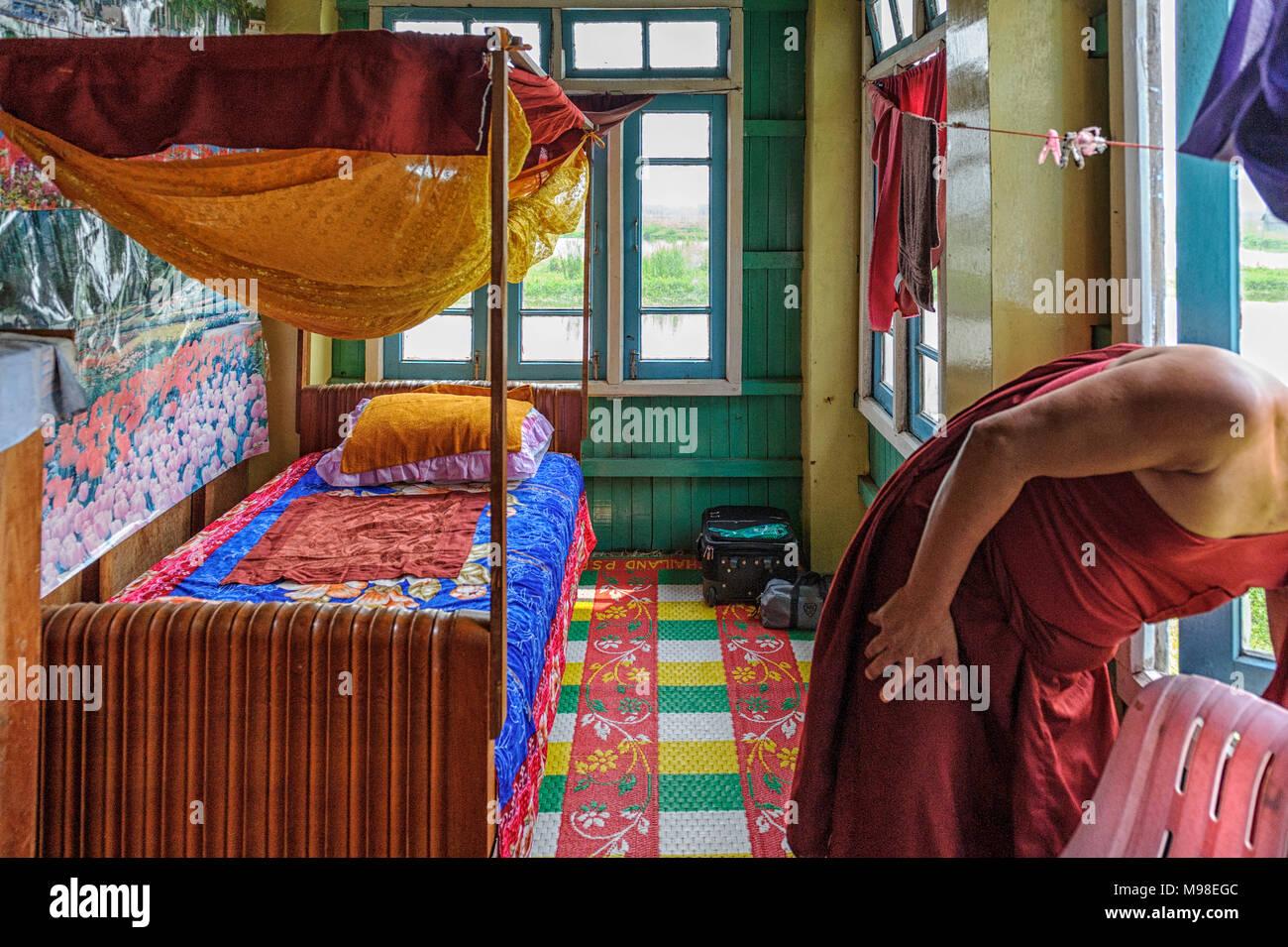 Coin couchage à l'chat saut (Monastère Nga Hpe Chaung) Myanmar Photo Stock