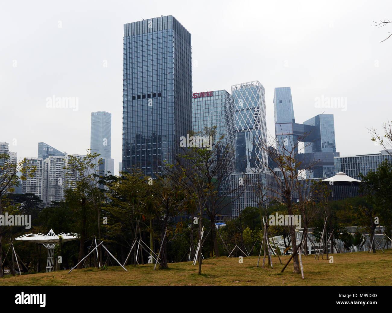 Les gratte-ciel modernes et les bâtiments à Shenzhen's Software Base industrielle. Photo Stock