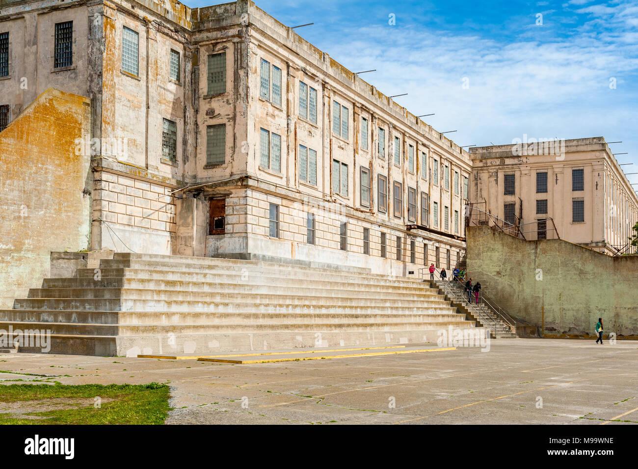 Cellhouse principal de l'ancienne prison fédérale sur l'île d'Alcatraz dans la baie de San Francisco, Californie, USA. Photo Stock