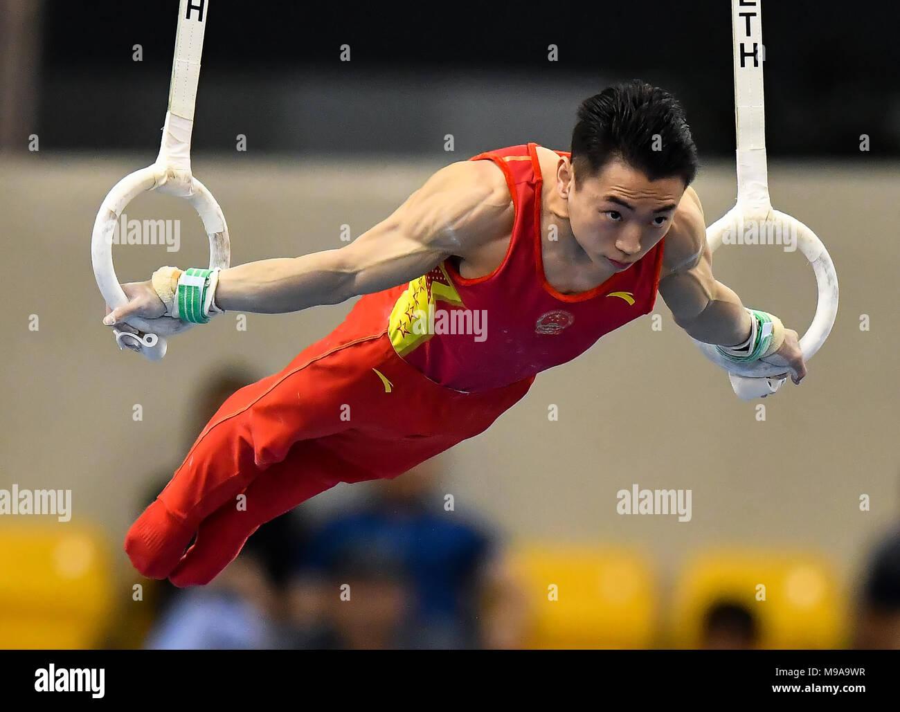 Doha, Qatar. Mar 23, 2018. Zou Jiangnan Hotel de Chine fait concurrence au cours de la finale masculine de joints toriques à la 11e Coupe du Monde de Gymnastique artistique de la FIG à Doha, Qatar, le 23 mars 2018. Zou Jiangnan Hotel a pris la médaille de bronze avec 14,966 points. Credit: Nikku/Xinhua/Alamy Live News Photo Stock