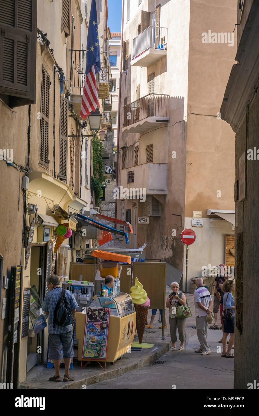 Boutiques dans l'ancienne ville de Bonifacio, Corse, France, Europe, Méditerranée Photo Stock