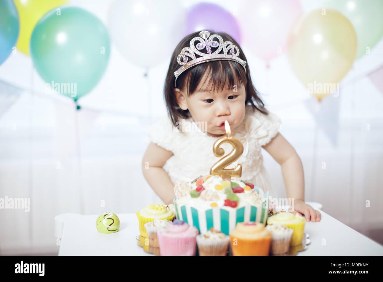Baby Girl célébrer son deuxième anniversaire Photo Stock