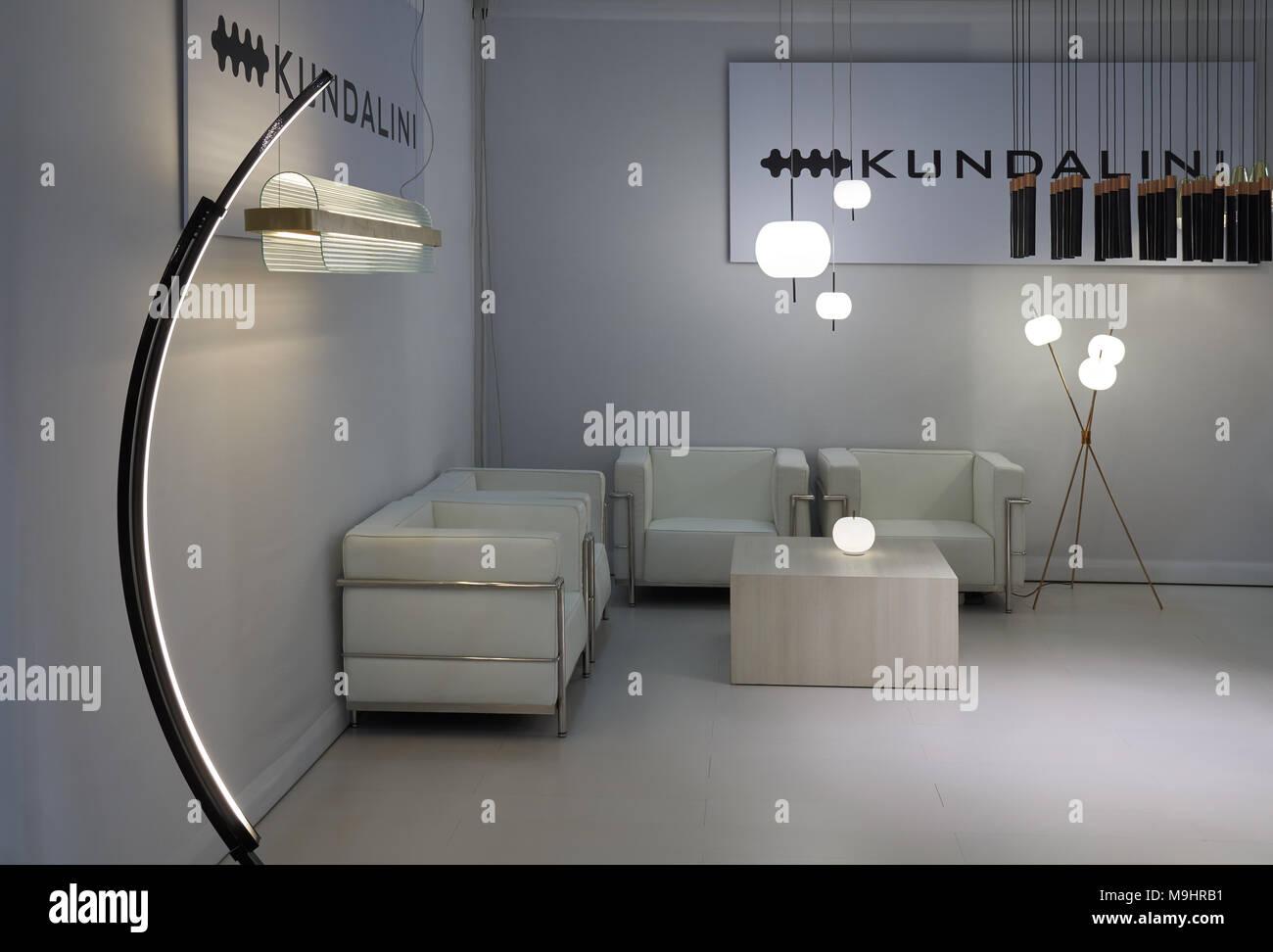 Moscou, Russie   Le 13 Octobre 2017 : Salon International De La Décoration  Intérieure. Intérieur Moderne Et Lumineux, Lampes Lampes De Marque  Kundalini.