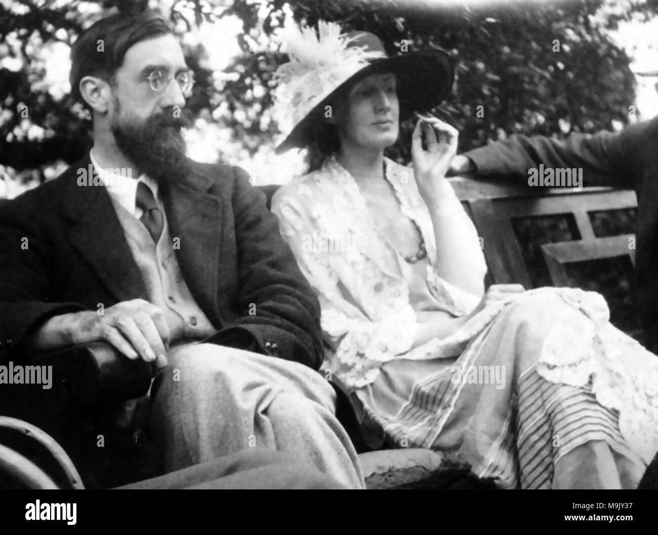 VIRGINIA WOOLF avec Lytton Strachey à Garsington Manor près d'Oxford en 1923 Banque D'Images