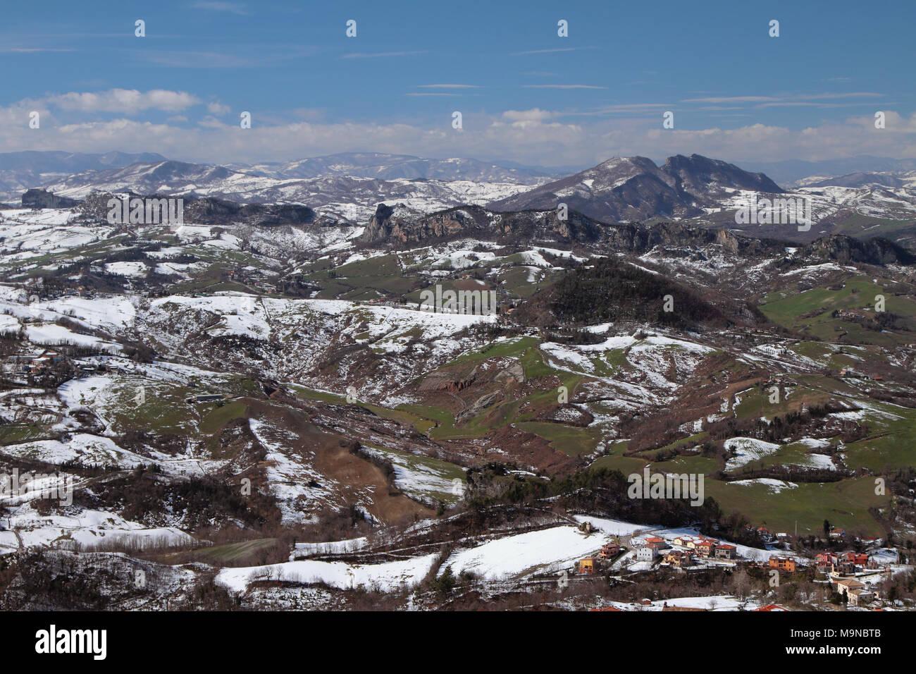 Apennins en mars. L'Italie et Saint-Marin Photo Stock