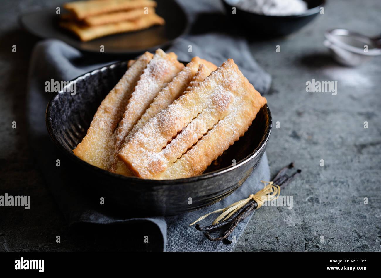 Chiacchiere - carnaval traditionnel italien pâtisseries sucrées Photo Stock