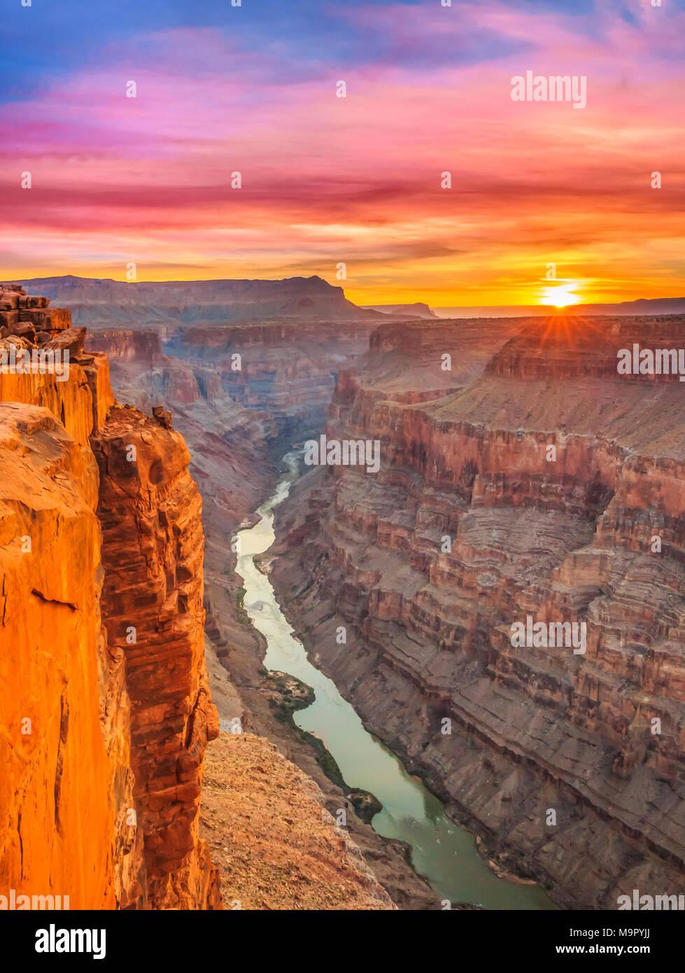 Le lever du soleil sur la rivière Colorado à toroweap oublier dans le parc national du Grand Canyon, Arizona Photo Stock