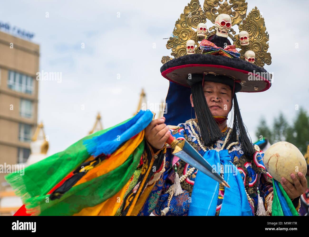 Au cours d'une danse traditionnelle Tsam culture festival, Mongolie Photo Stock