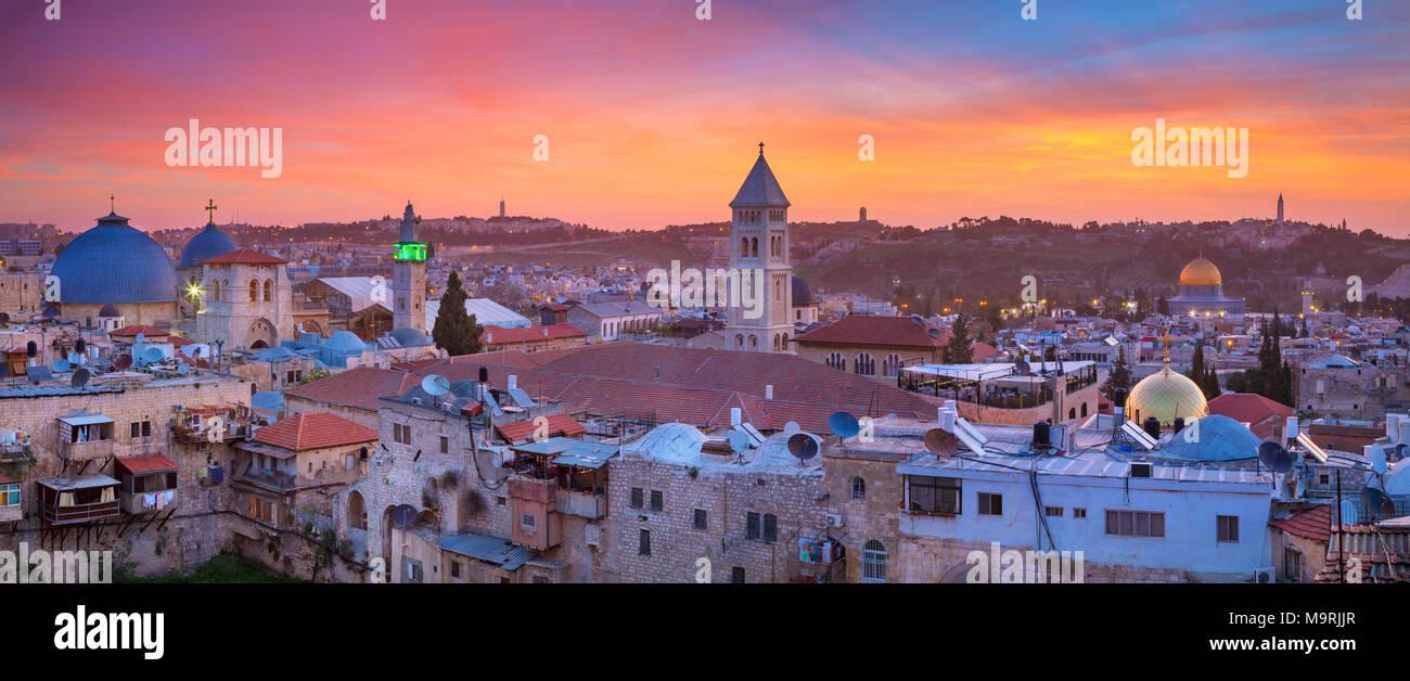 Jérusalem. Paysage urbain panoramique libre de la vieille ville de Jérusalem, Israël au lever du soleil. Banque D'Images