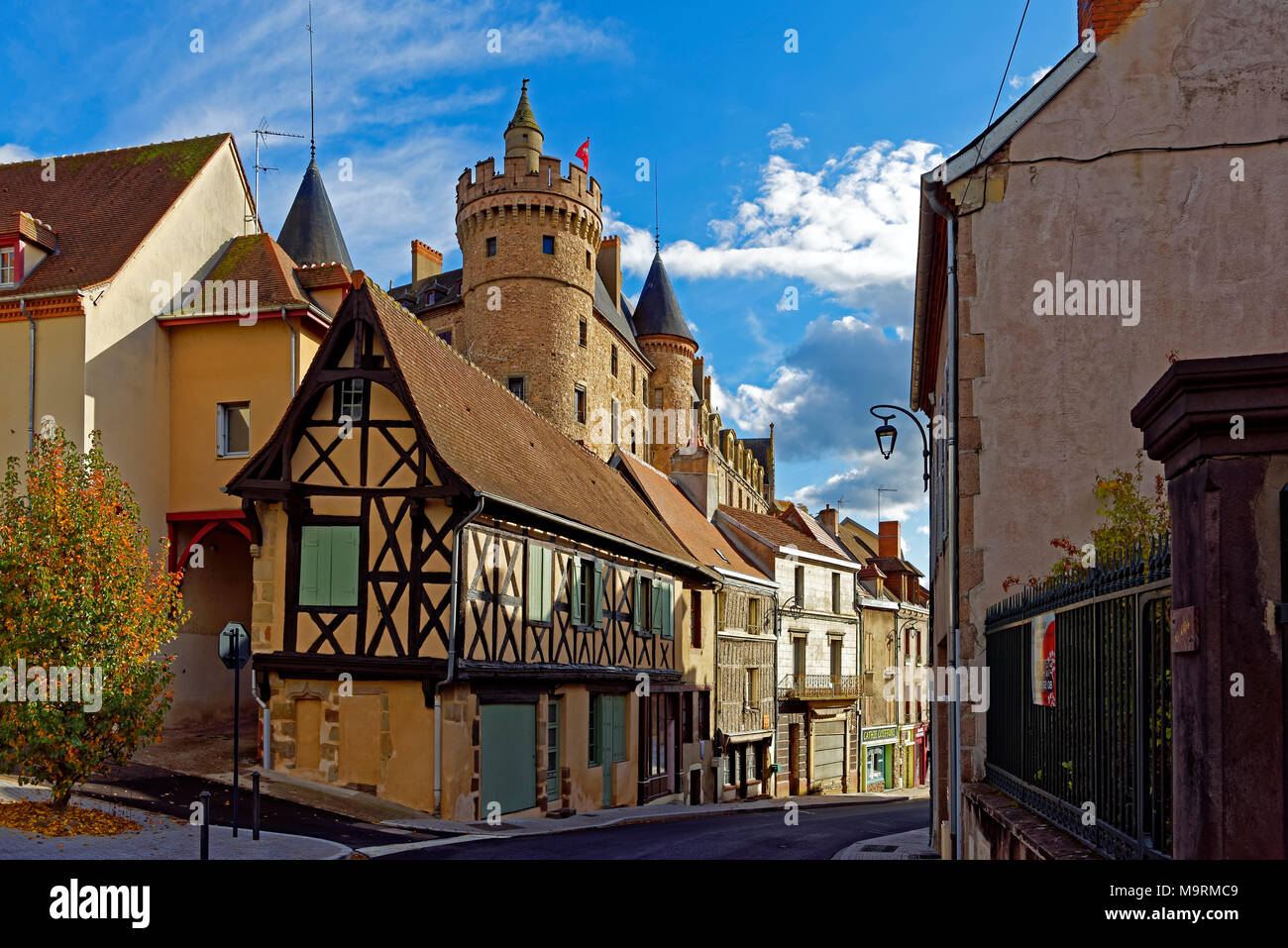 europe france auvergne lapalisse rue du commerce vous avez vue sur la rue le ch teau de la. Black Bedroom Furniture Sets. Home Design Ideas