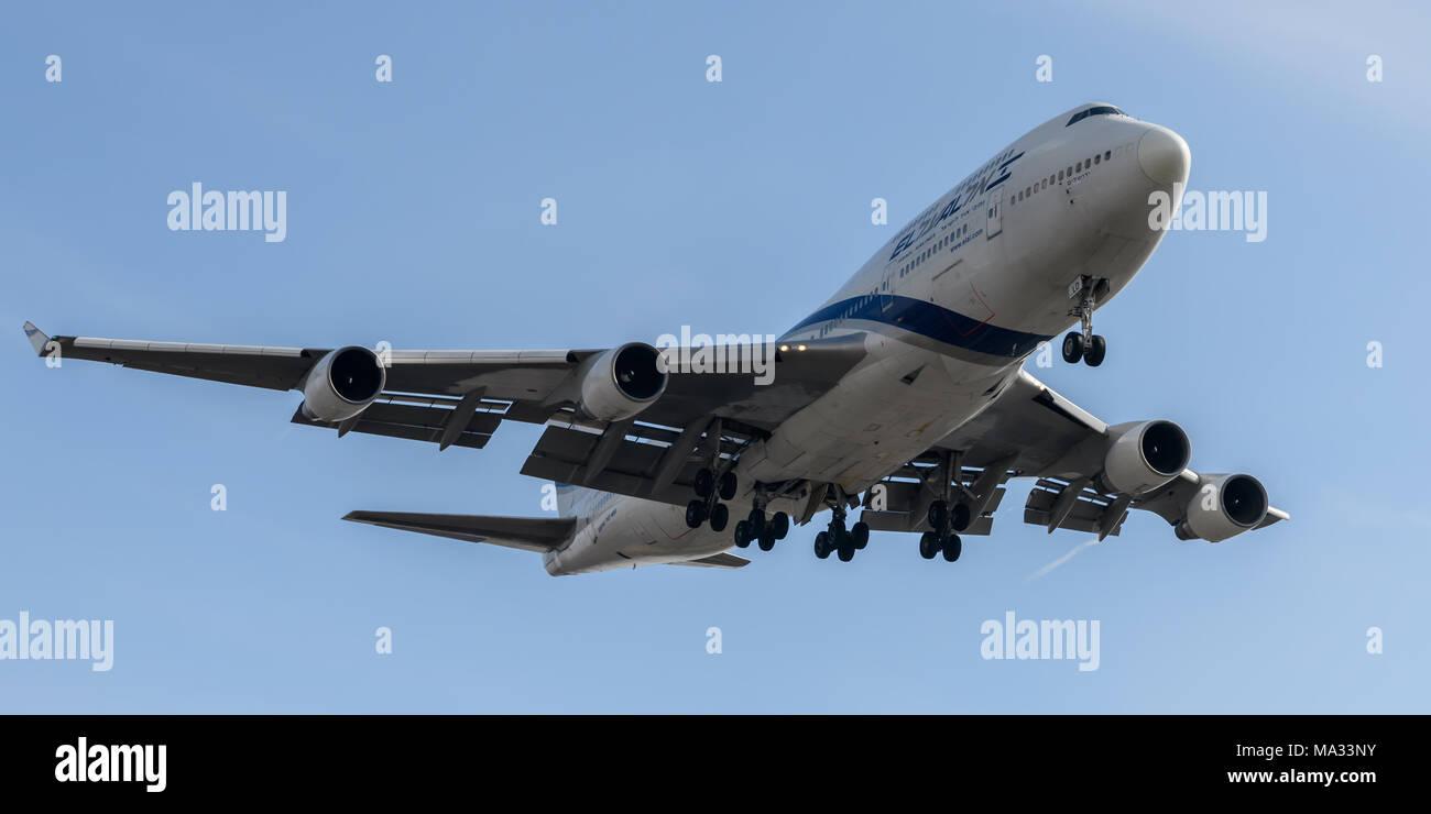EL-Al au 747, à l'atterrissage à l'aéroport London Heathrow Photo Stock