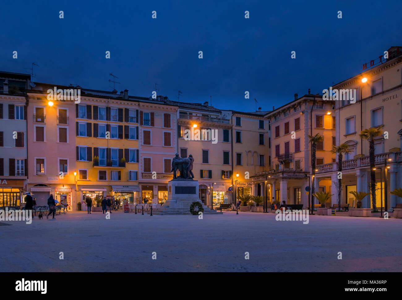 Piazza della Vittoria à Salo, sur le lac de Garde, Lac de Garde, Lombardie, Italie, Europe Banque D'Images
