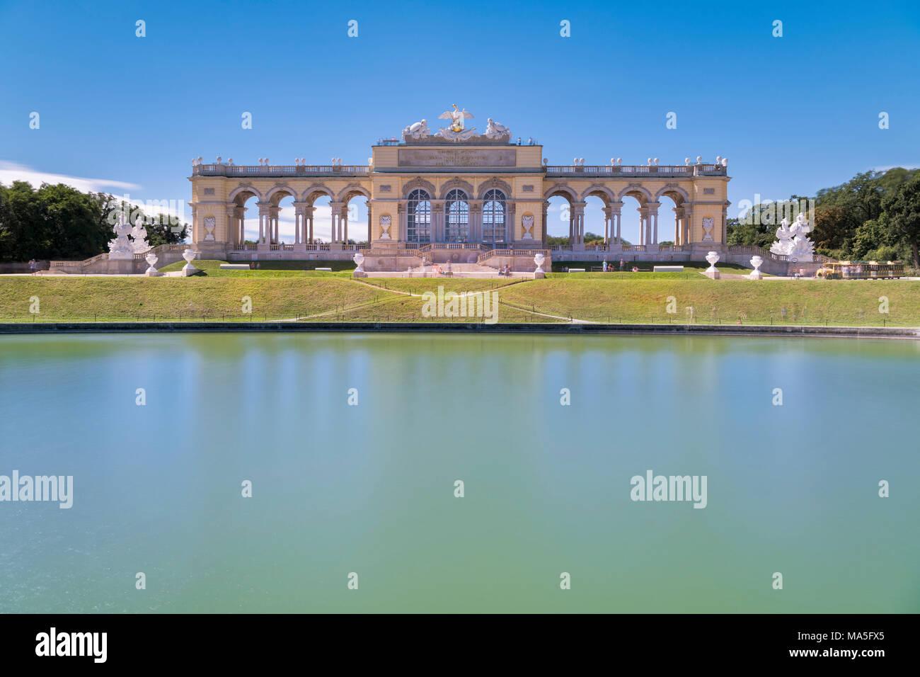 Vienne, Autriche, Europe. La chapelle du château dans les jardins du palais Schönbrunn Photo Stock