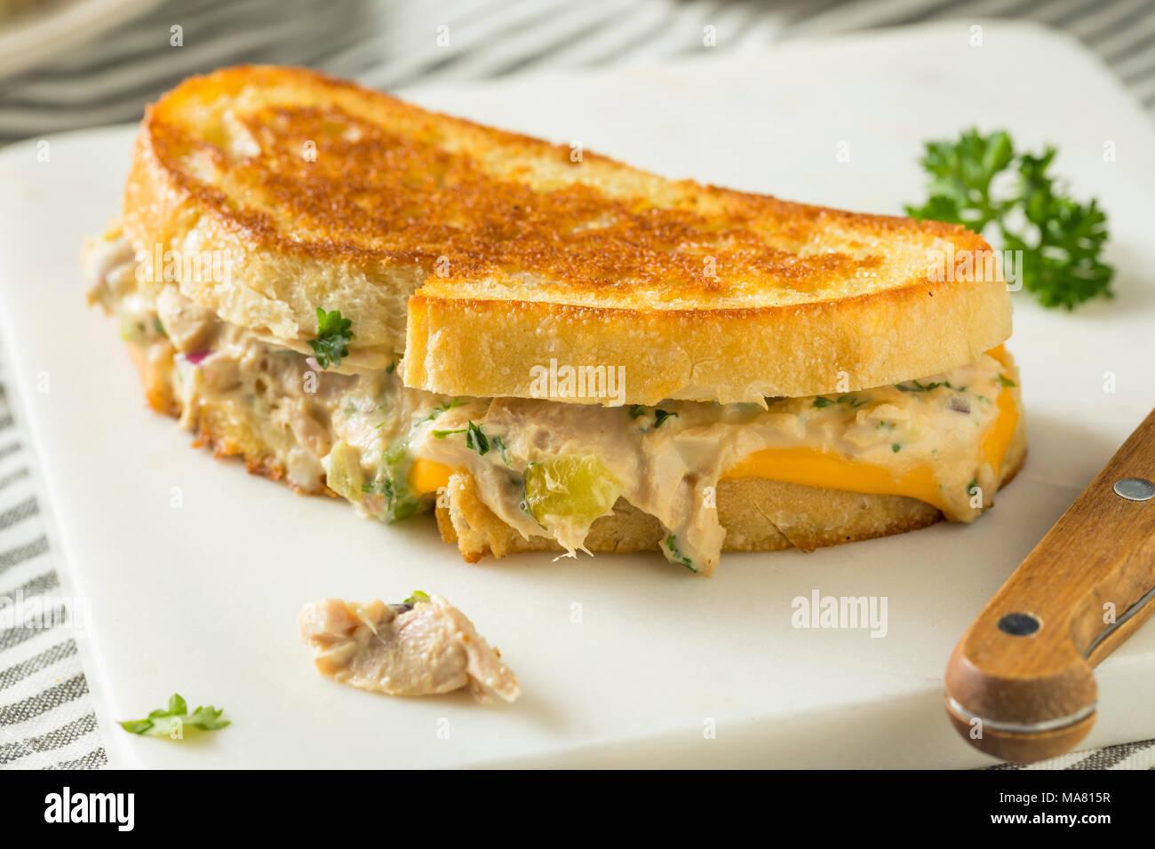 Thon grillé maison Sandwich Fonte prêt à manger Banque D'Images