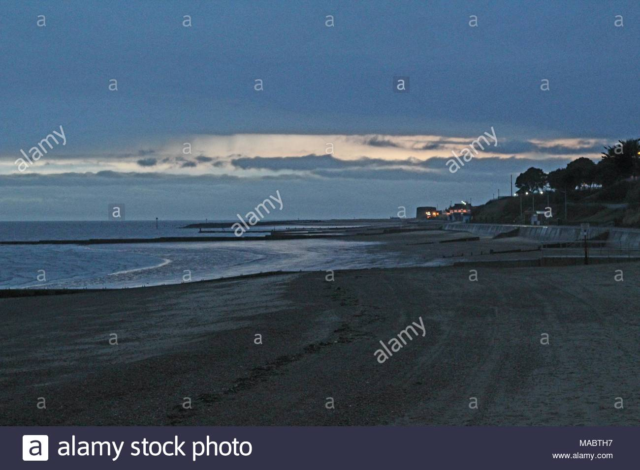 Beachside à Clacton On Sea, Essex avant le crépuscule, printemps 2018. L'espace pour copier. Photo Stock