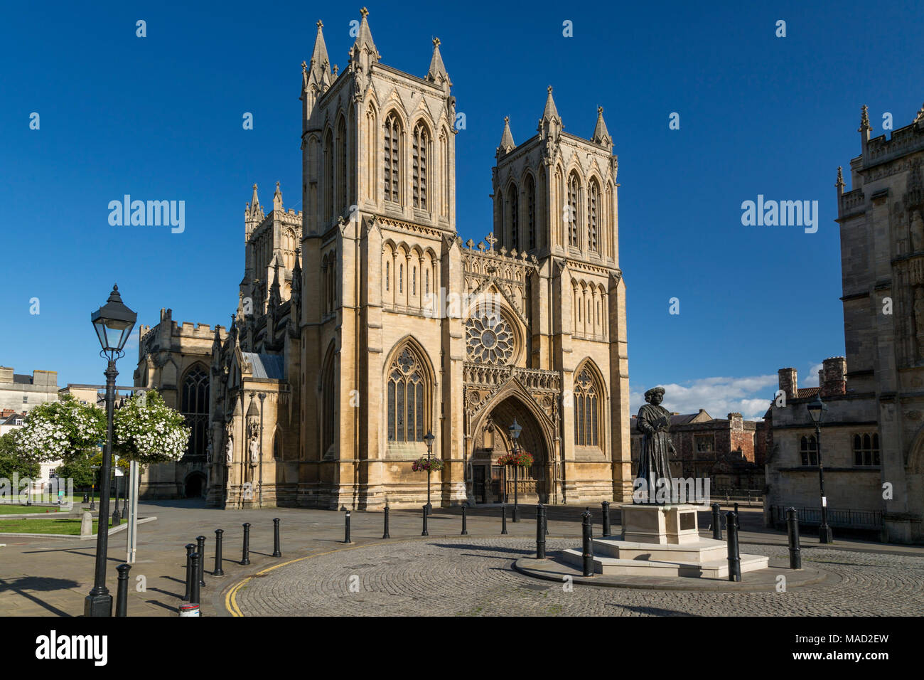 Raja Rammohun Roy statue en dessous de la cathédrale de Bristol (église cathédrale de la Sainte et indivisible Trinité), Bristol, Angleterre Banque D'Images